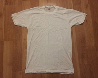 Medium vintage Fruit of the Loom single stitch T shirt white plain blank