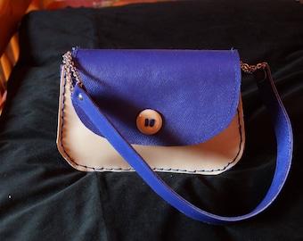 very trendy this small Crossbody bag