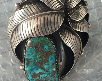 Amazing Navaho cuff in silver and Turquoise. Signed