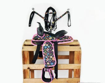 "12"" Pink and Black Floral Handmade Western Horse Pleasure Trail Saddle & Matching Bridle Breast Collar Tack Set"