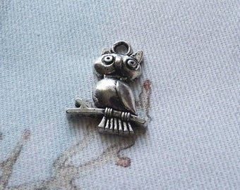 Owl Charms, Bird Charms, Animal Charms, Bracelet Charms, Necklace Charms, Antique Silver Tone Owl Charms, Wisdom Charms, Jewelry Findings
