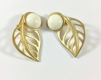 Vintage Les Bernard Clip Earrings, Vintage Les Bernard, Les Bernard Leaf Earrings, Les Bernard Gold Tone Leaf Earrings, Leaf Earrings