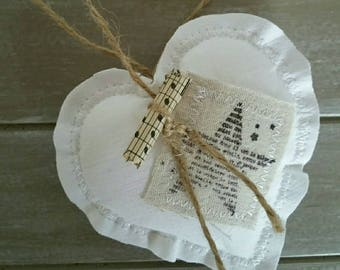 SET of 2 hearts in white tissue cozy natural