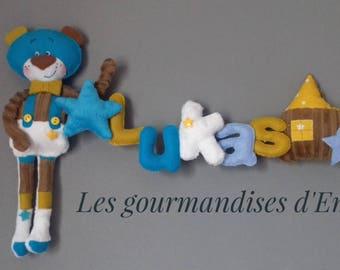 Guirlande prénom théme ourson coloris bleu marron blanc et moutarde