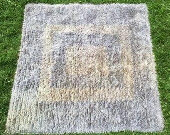 Tapis mohair au design contemporain - Handwoven mohair carpet with contemporary design