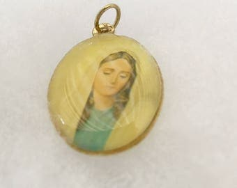 Vintage Madonna Mary Pendant, Gold Toned