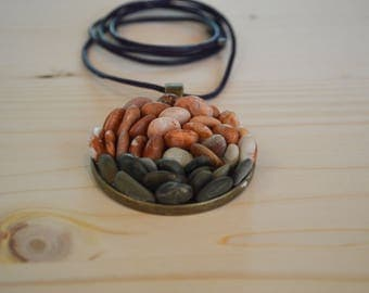 Beach pebble necklace - bronze