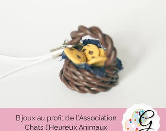 Strap small woven basket and cookies