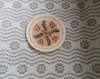 Vintage ceramic decorative  saucer / plate with ornament in condition