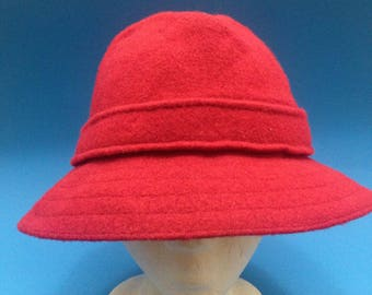Vintage Kangol bucket hat red size small