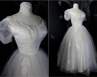 Vintage 50s Tulle Wedding Dress. Size US 4/6 S-M. Full Tea - Length Tulle Skirt. Cream Satin. Applique Embroidery. Shirred Bodice & Sleeve.
