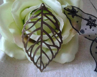 package includes 5 large filigree leaves