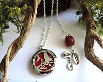 "Necklace ""aromatic"" OWL theme: diffuser of fragrance or essential oils, red felt, red artisan bead and silver leaf"