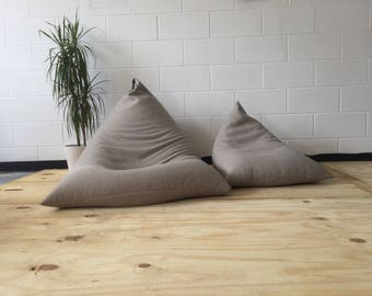 Triangular lounger beanbag
