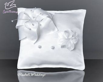 Ring bearer pillow with flowers