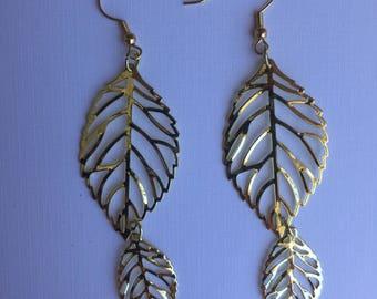 gold earring,drop earrring,dangle earring,light weight earring,leaf earring,pierced earring,earring,earrings,long earring