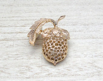 Sarah Coventry acorn brooch pin Gold tone Vintage brooch