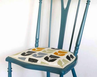 Pretty blue side chair with dainty legs and spindle back