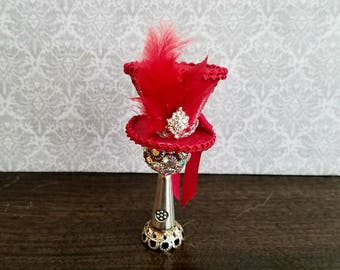 Miniature dollhouse red ringmaster, burlesque hat, I :12 scale