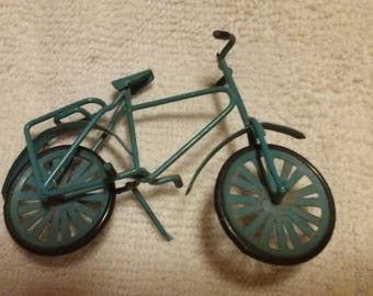 Vintage Minature Metal Bike/Dollhouse Accessories/Small Decoration/Shadow Box/Detailed Miniature/Handpainted/Collectible/Biking/Doll/Anique