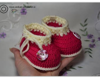 Crochet Baby Shoes / Cyclamen Shoes / Baby Girl Shower Gift / Crochet Baby Sneakers / Infant Shoes / Crib Shoes / Newborn Gift / Baby Boots