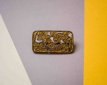 40s Gold Metal Floral Motif Rectangular Brooch / Forties Fashion / Flower Brooch / Flower Pin