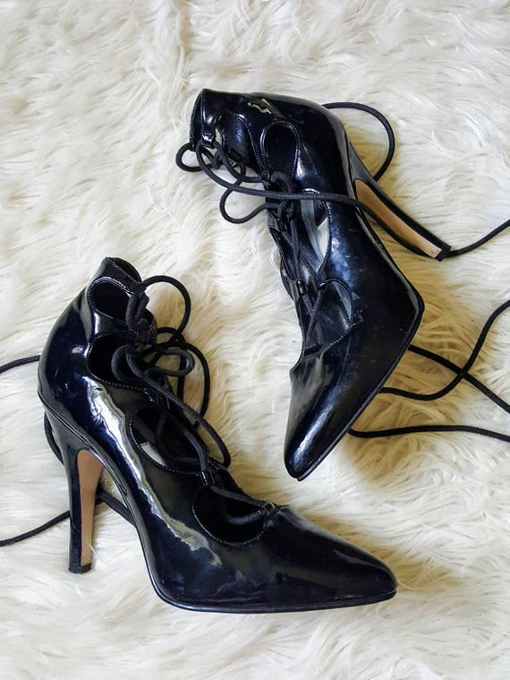 Vintage faux leather witchy pumps. Lace up pointy toed witch shoes. Retro vamp goth pinup size 10