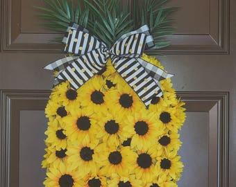 Pineapple wreath. Pineapple decor. Front door decor. Summer wreath. Housewarming gift. Sunflower wreath. Pineapple sunflower wreath