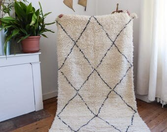 Moroccan beni ouarain vintage rug