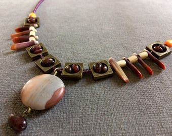 Mondello, short necklace with garnets and sea urchin spines