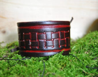 Vegetable tanned leather lace bracelet
