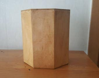 Urn made of beech wood octagonal