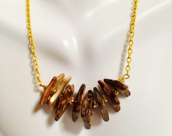 Yellow Chain Neckless With Edgy Wood Chip Peaces