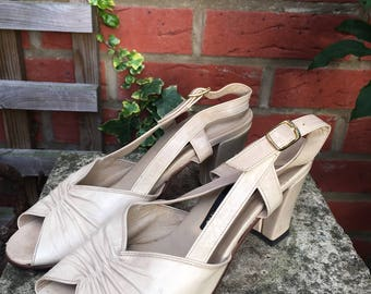 Light Beige Woman Leather Shoes by Satta - Made in Italy - size 35 (heel 3 inches)