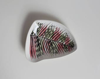 Vintage Thanet Pottery Leaf Dish