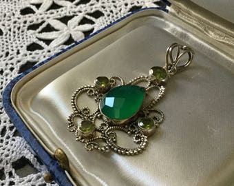 best price - VINTAGE HUGE UNIQUE pendant - Beautiful vintage hand made - Sterling silver-Jade and Peridot - Great effect!