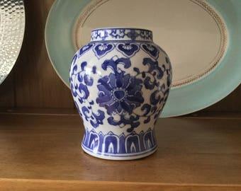 "Chinese Export Vase, vintage Chinese vase, 5 1/2"" 275"