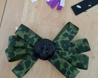 A camo bow with an anchor button