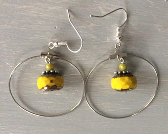 Hoop earrings with yellow Czech glass bead