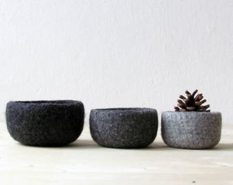 Catchall / Hygge decor / Felted bowl  / Scandinavian modern / eco friendly decor / wool nesting bowls / grey minimalist / desk organizer