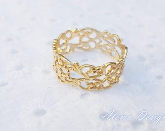 Gold Band Ring.  Ladies Golden Ring, Gold Ring. Wedding Ring.