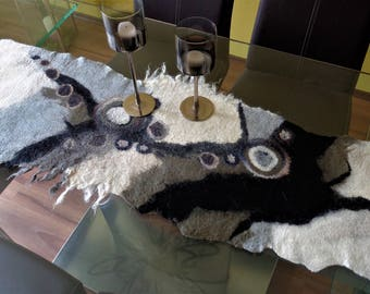 Table runners, table decorations, table cloth, felt cloth, felt runner, very decorative for the table, black, white