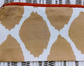 "Giraffe, Cinnamon Bark Zipper 7 1/8"" x 4"""