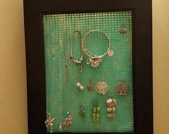 Jewelry hanger: Jewelry not included