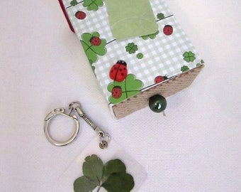 """good luck"" gift box with clover key port"
