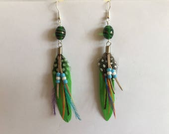 Supports neon green feather earrings silver 12 cm