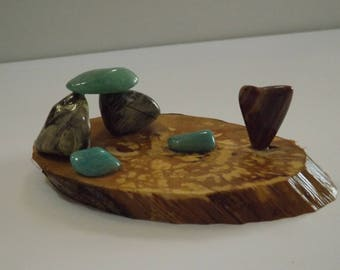 Centre de table - décoration de fête - anniversaire - mariage Déco de table - objet en pierres minérales naturelles sur tranche de bois
