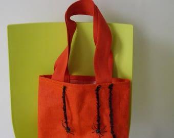 Handbag in coated burlap halloween treats