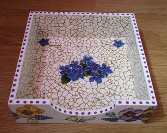 Display stand for napkins on the theme of flowers (pansies, forget-me-not,...)