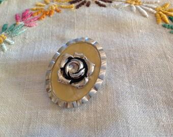 Very beautiful clip antique silver color